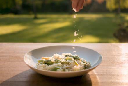 Risotto mit grünem und weißem Spargel